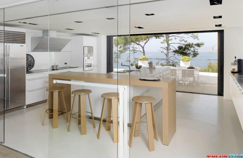 Роль ярких аксессуаров в интерьере: ослепительный белый дизайн от художника Susanna Cots, Гранада, Испания
