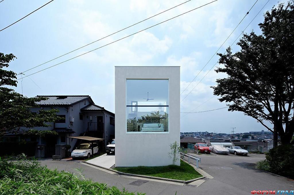 Компактный дом с большими окнами в Йокогаме