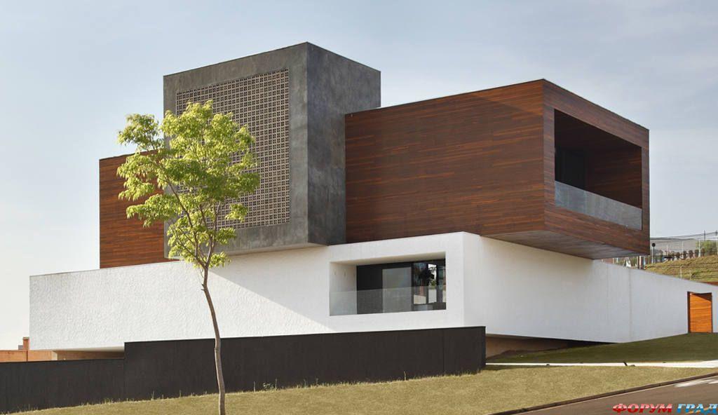 Современный двухэтажный дом: смелый дизайн бразильского особняка