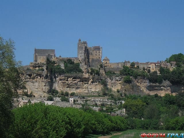 Симон де Монфор, предводитель альбигойского крестового похода, задался цель