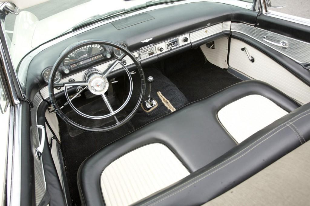 1956-ford-thunderbird