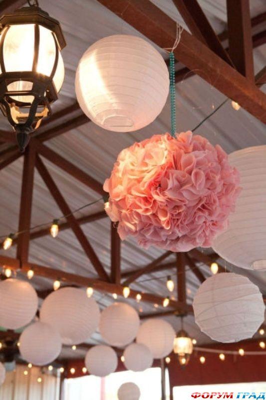 Бумажные шары для украшения зала плетеные