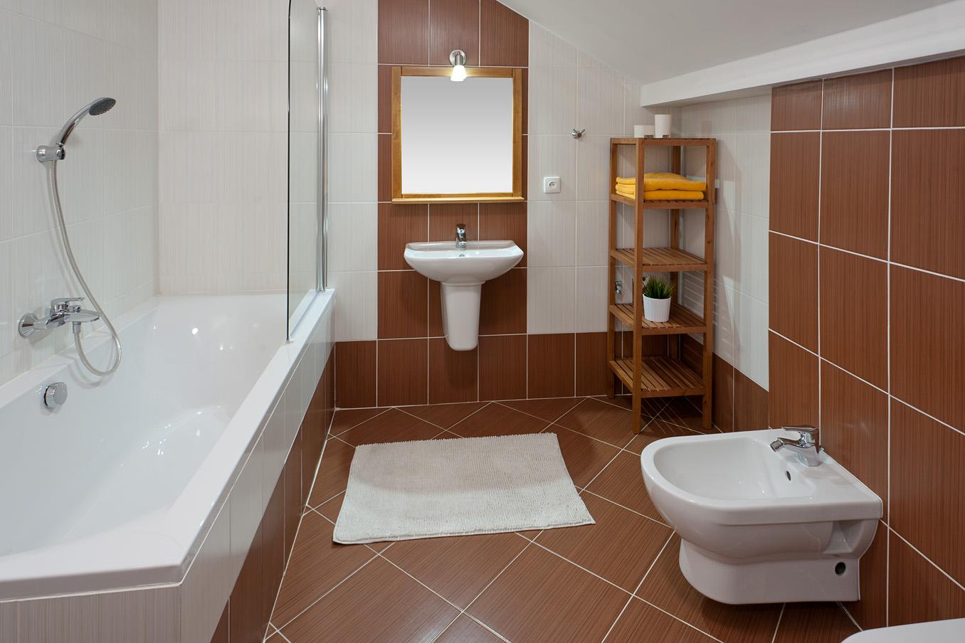 Трахаются в ванной комнате 8 фотография