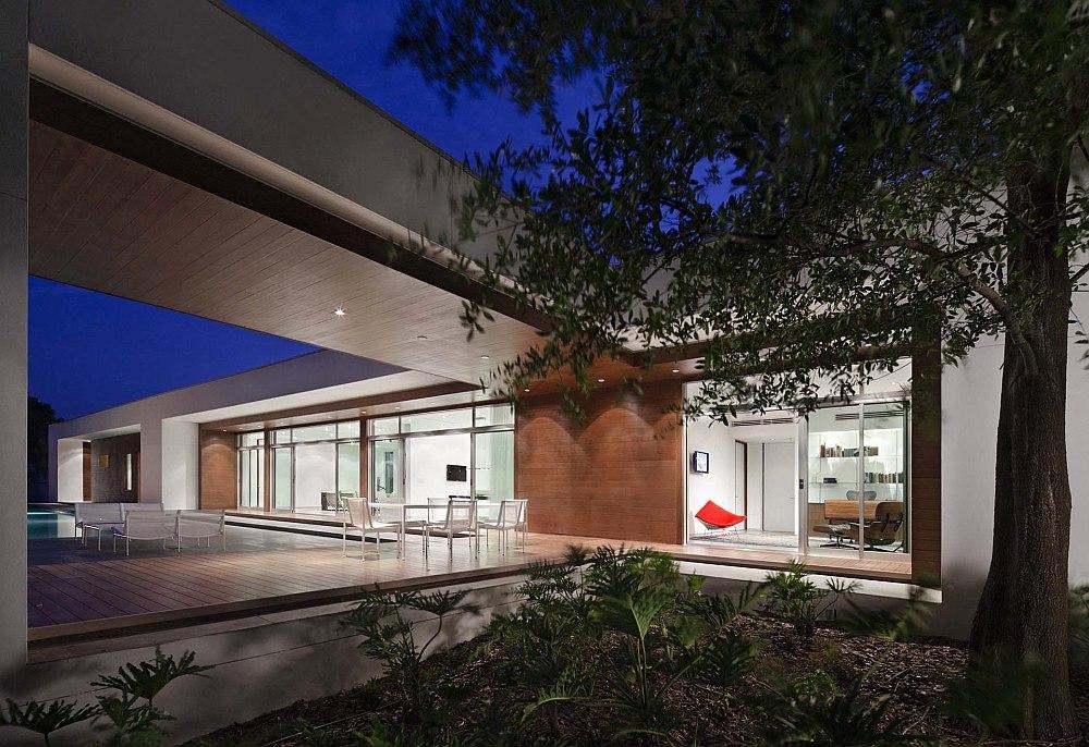 Оригинальный «плоский» проект одноэтажного дома