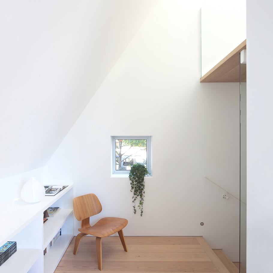 Оригинальный проект дома с необычной крышей