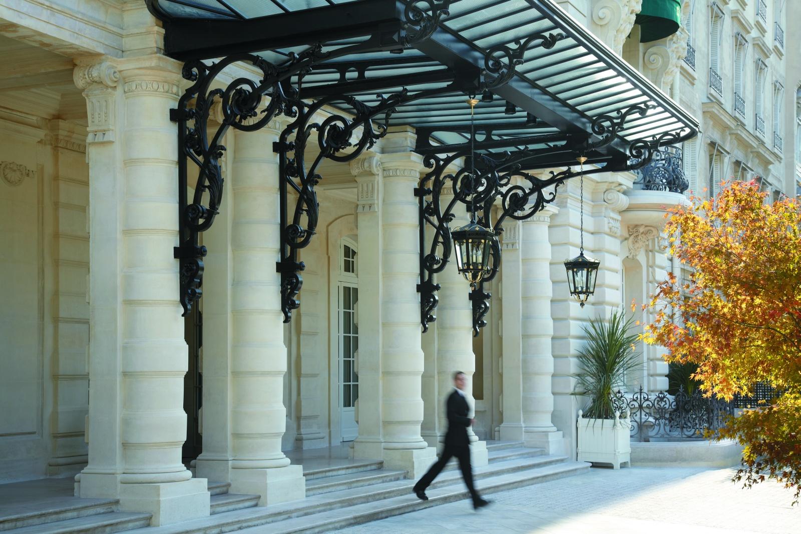 Центральный вход отеля Shangri-La