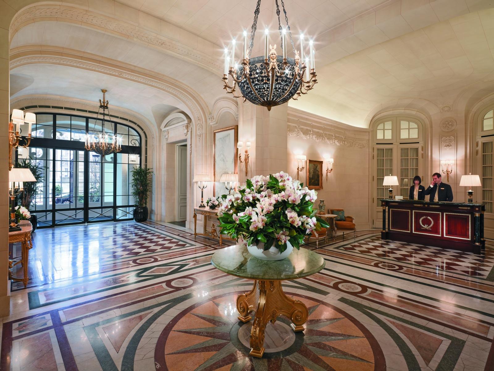 Центральный холл отеля Shangri-La