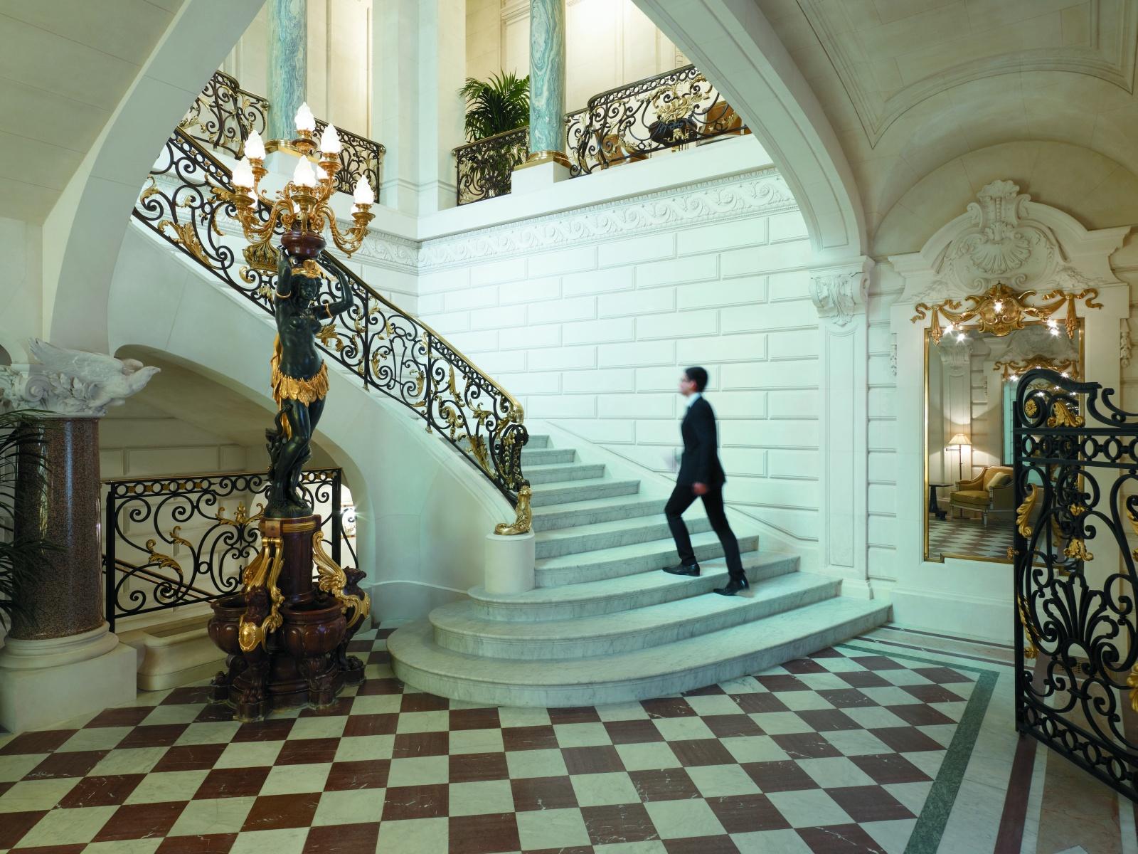 Лестница отеля Shangri-La