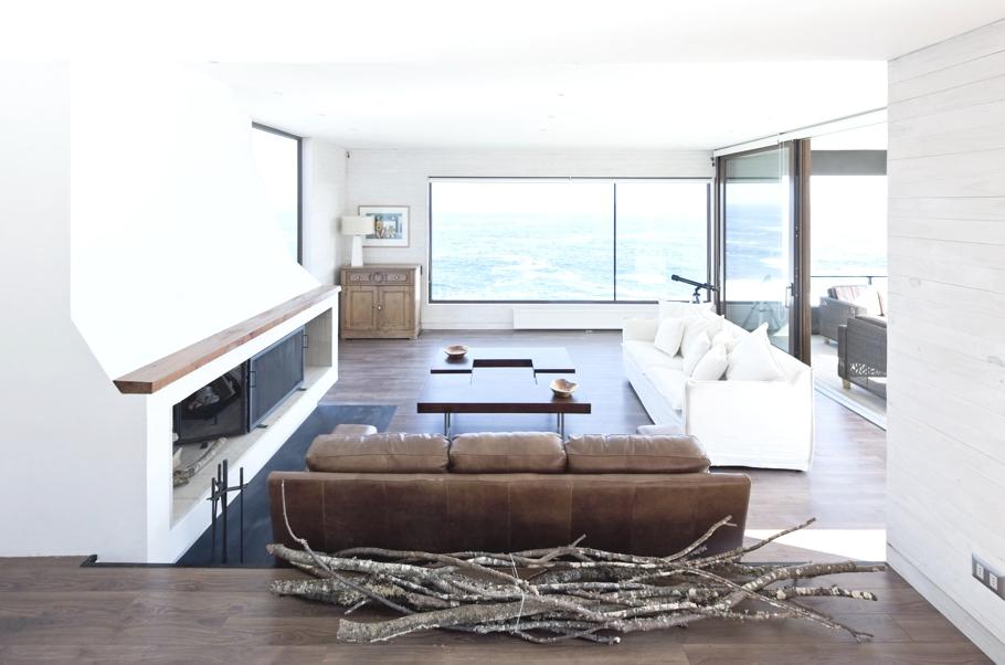 Уникальная архитектура современного дома на берегу моря