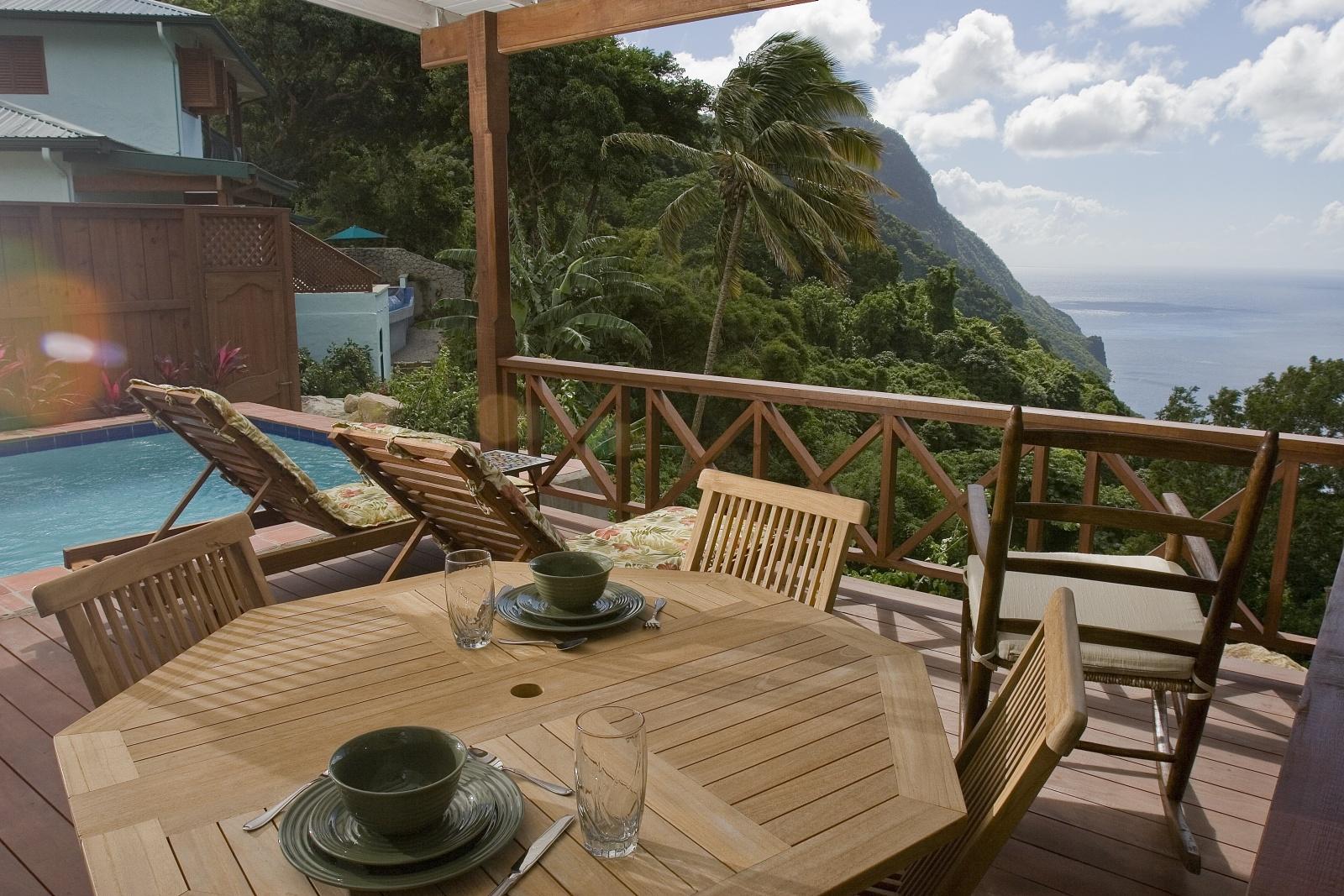 Обеденный столик уникального курорта Ladera