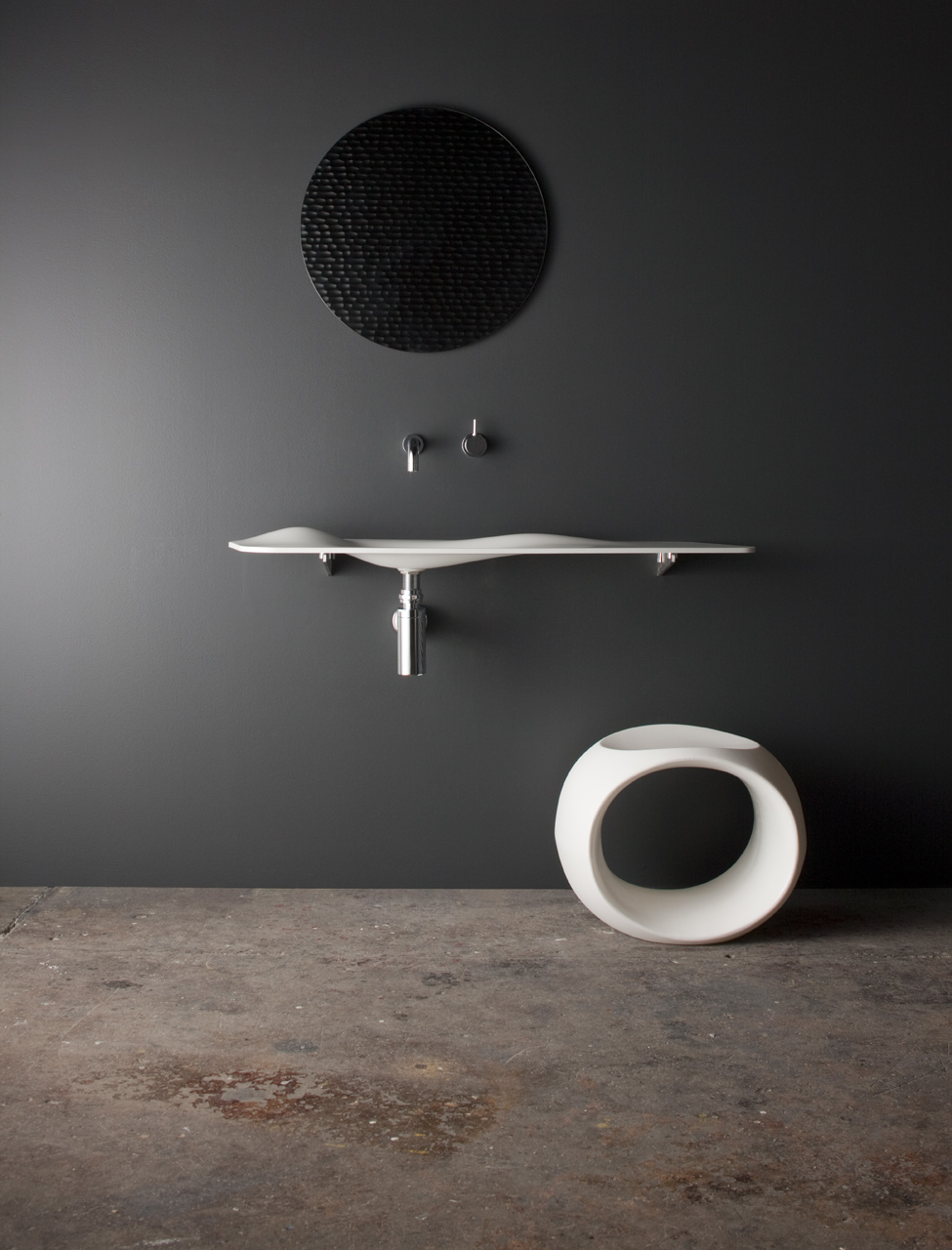unusual collection of bathroom accessories-02