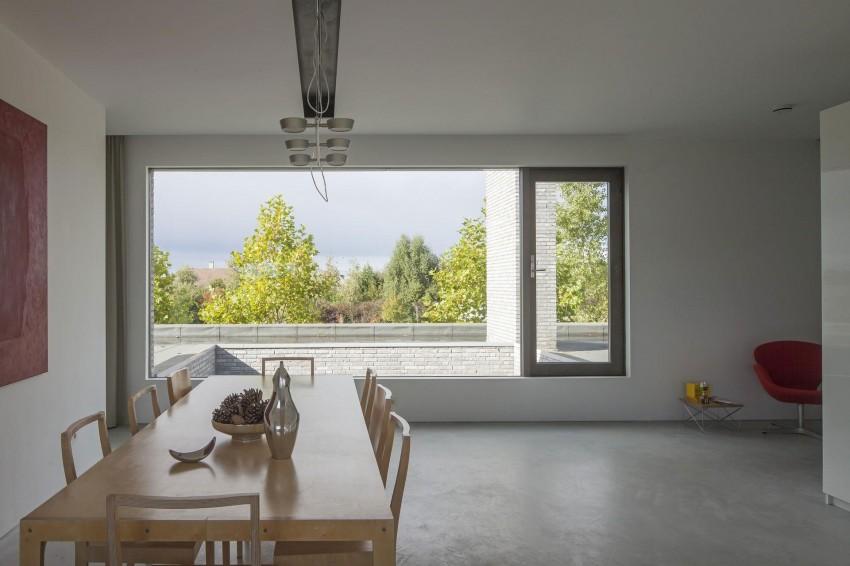 Суровый частный дом в минималистском стиле