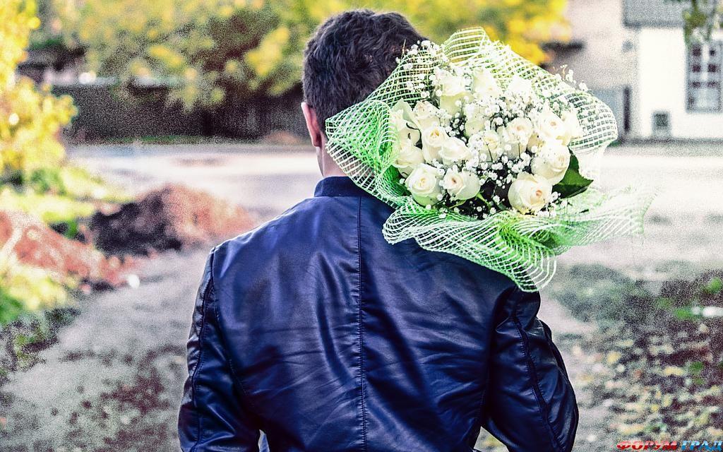 Красивые картинки парней с цветами 4