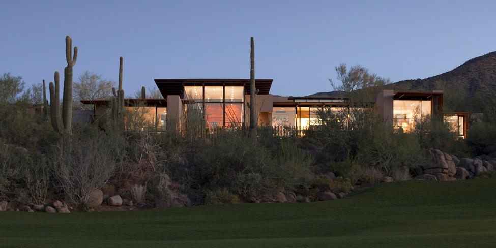 Красивые одноэтажные дома с террасой и бассейном: прозрачный дом Brown Residence
