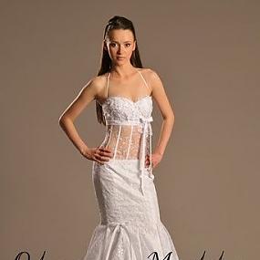 Элегантное платье из изысканного кружевного полотна.