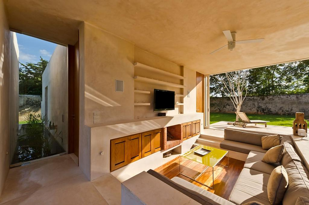 Красивые одноэтажные дома с террасой: мексиканский особняк оттенка капуччино