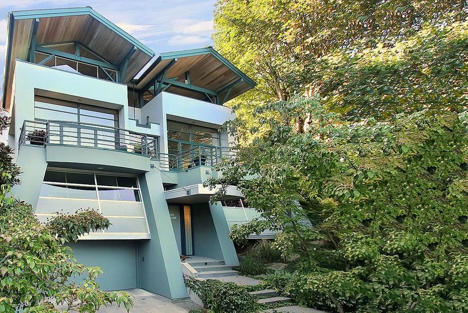 Дома на склоне холма: наклонный трёхэтажный дом в Сиэтле