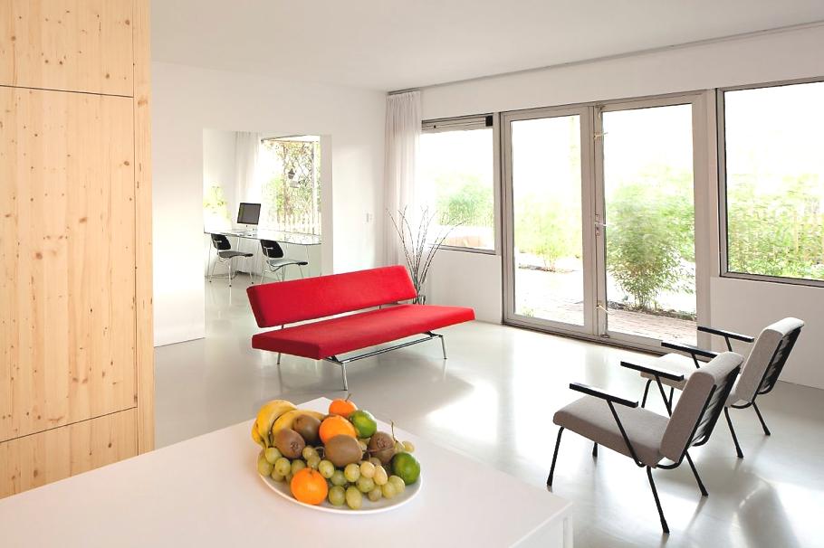 Простой интерьер дома в Амстердаме: простор, уют и натуральные материалы