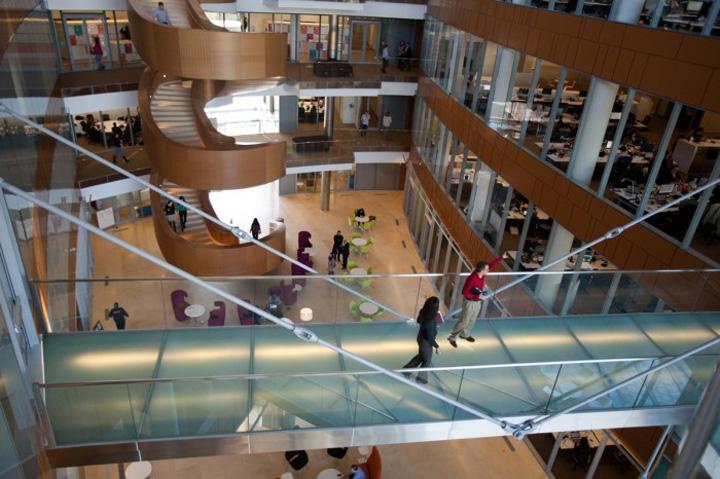 Дизайн интерьера офиса GlaxoSmithKline от Robert A. M. Stern Architects & Francis Caufmann