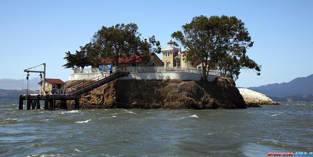Отель на острове Восточного Брата