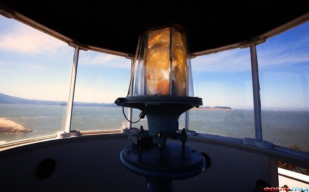 Фонарь маяка на острове Восточного Брата