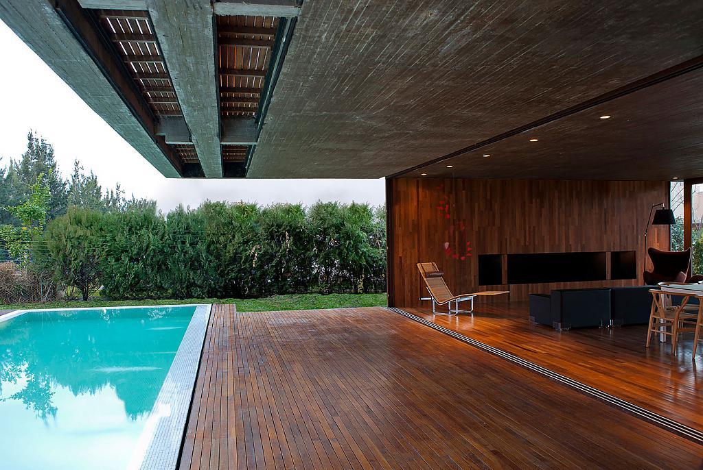 Проект дома с бассейном для большой семьи