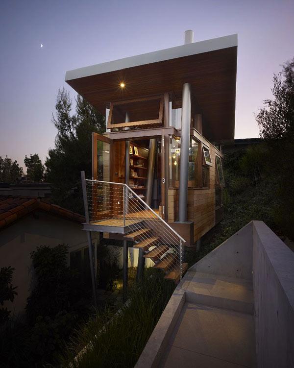 Проекты маленьких домов: удивительный деревянный домик на сваях