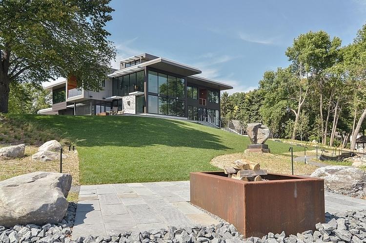 Неповторимый загородный дом на берегу озера