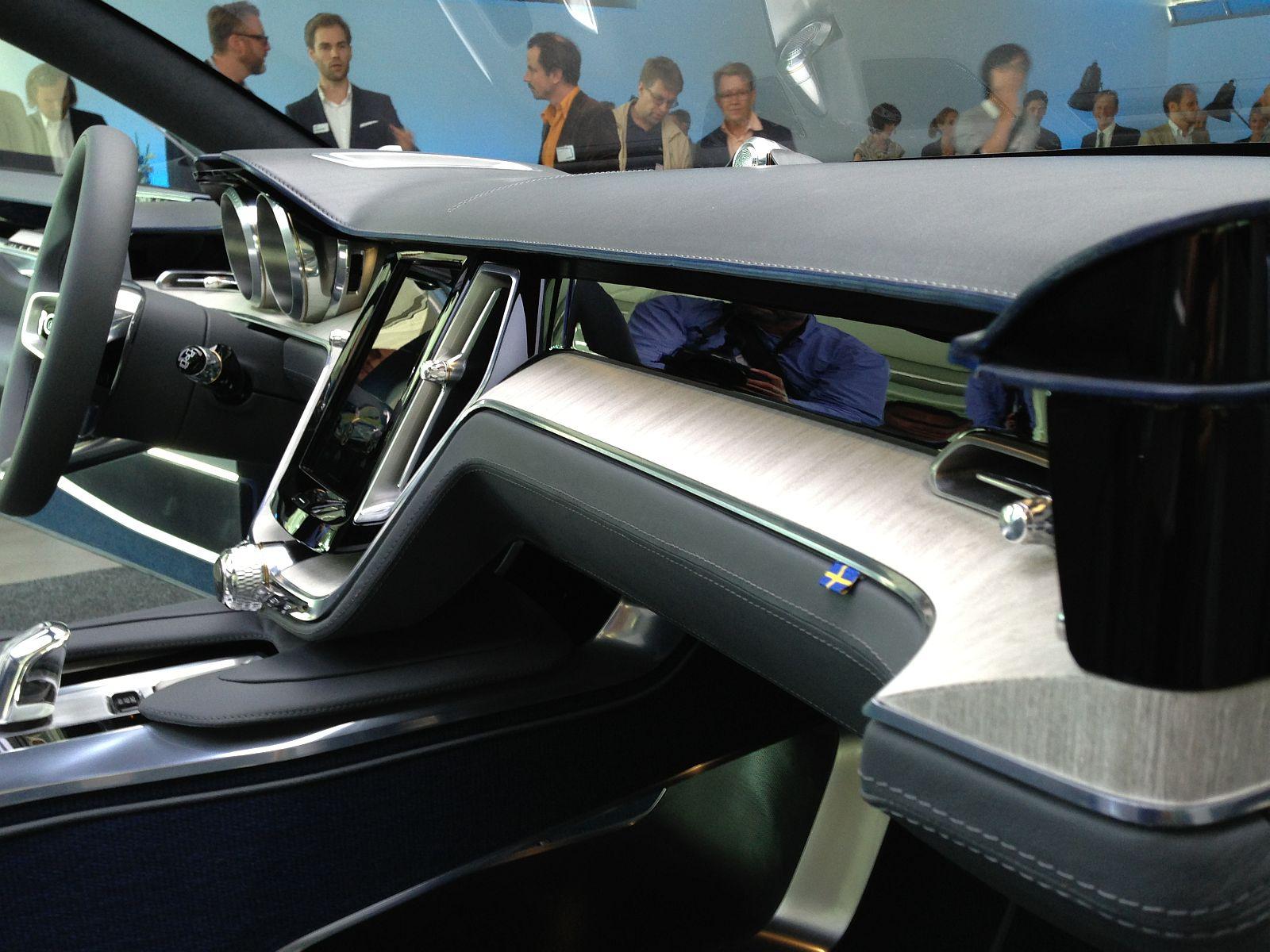 Дизайн приборной панели авто