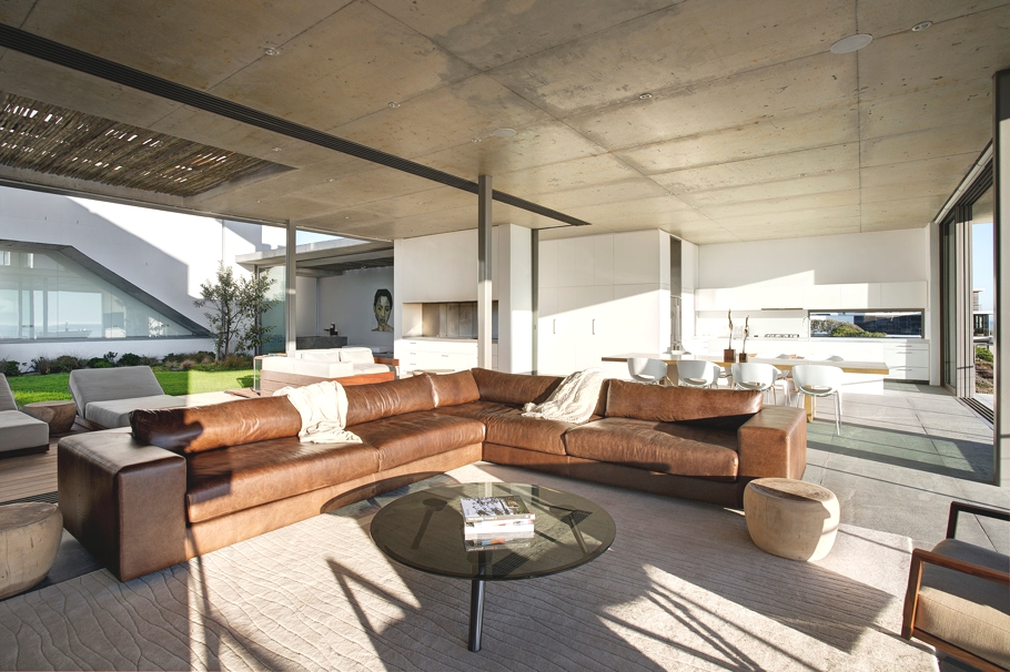 Проект двухэтажного элитного дома с панорамными окнами