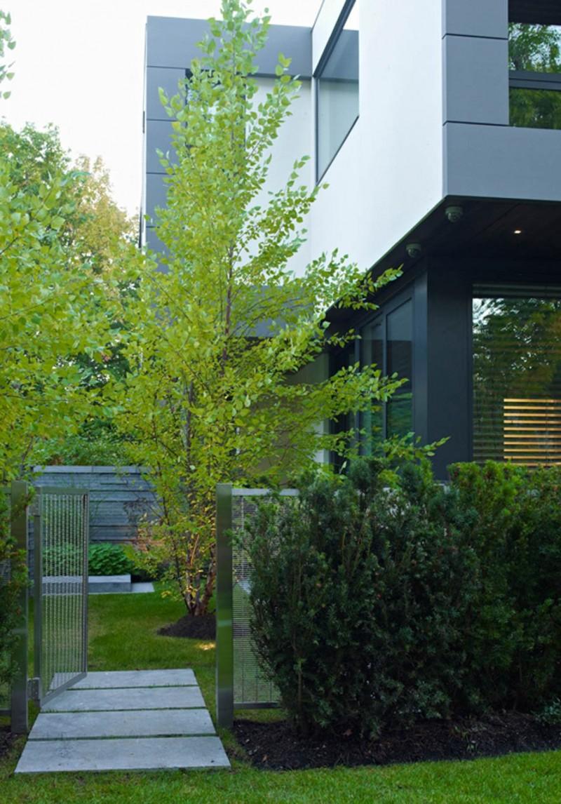 Просторный дом с бассейном и садом от Belzberg Architects в Торонто