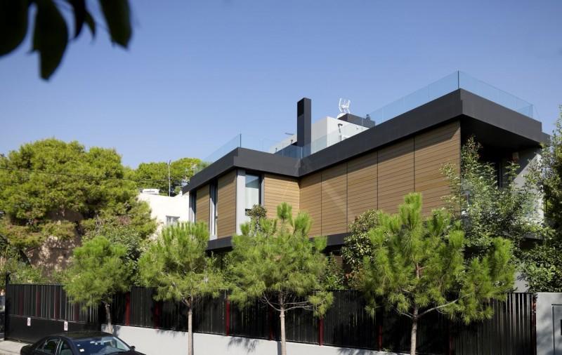 Г-образный проект дома на треугольном участке в Греции