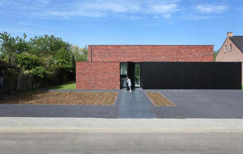 Коттеджи: минимализм по-бельгийски - зеркала, кирпич и матово-чёрные панели