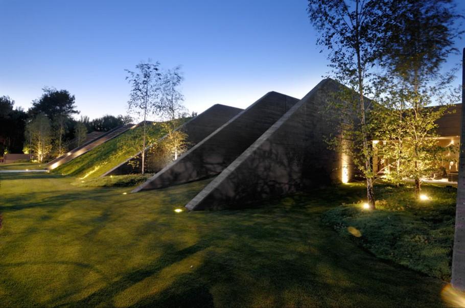 luxury poperty in madrid by a cero architects 03 В испанской столице Мадриде разместилась очаровательная резиденция Concrete House ll на окраине города от студии A cero Architects