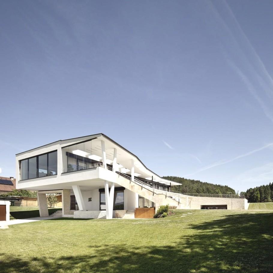 Стильный загородный дом с оригинальной архитектурой