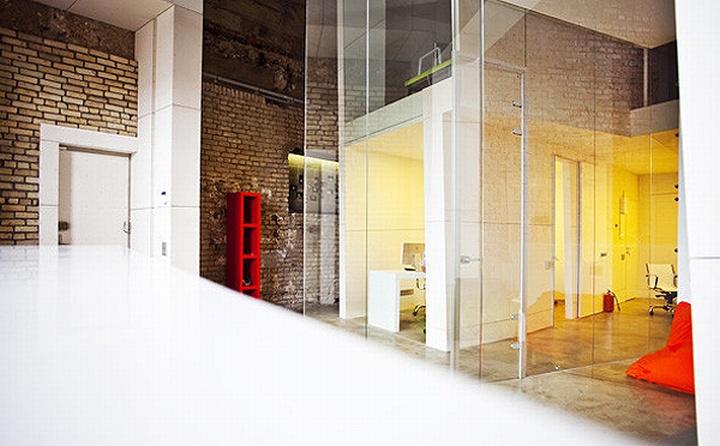 nefa research office moscow 08 Необычный дизайн офиса Nefa Research с барной мебелью