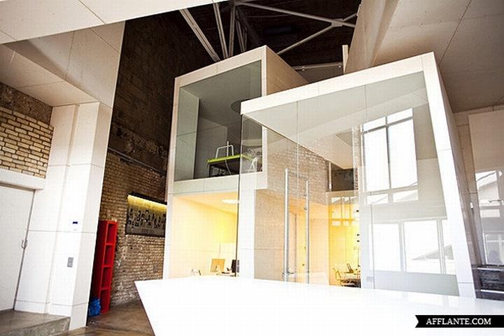 nefa research office moscow 11 Необычный дизайн офиса Nefa Research с барной мебелью