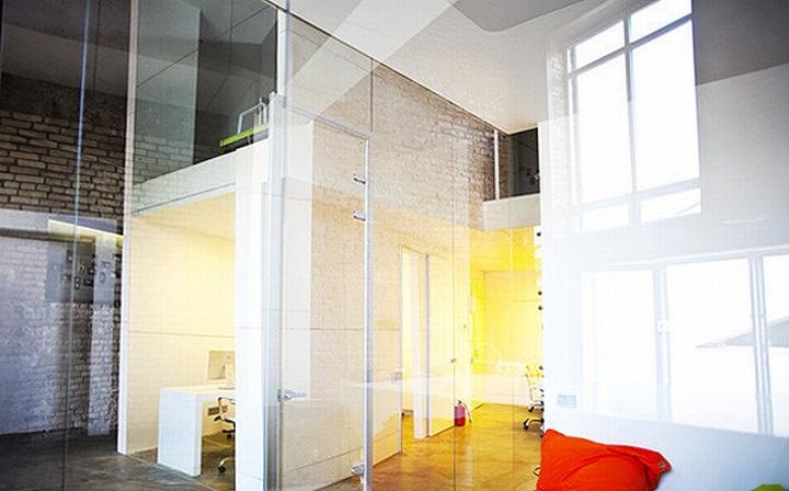 nefa research office moscow 21 Необычный дизайн офиса Nefa Research с барной мебелью