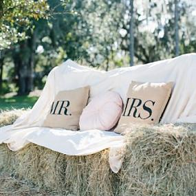 romantic-barn-wedding-with-vintage-and-glam-touches-14