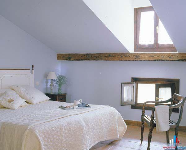 ...можно оборудовать полноценную спальную комнату в мансардных помещениях.