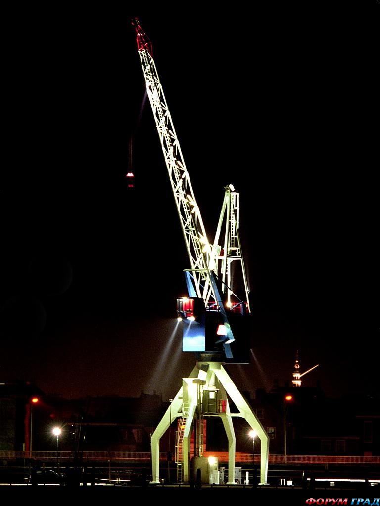 Отель Харбор-крейн ночью