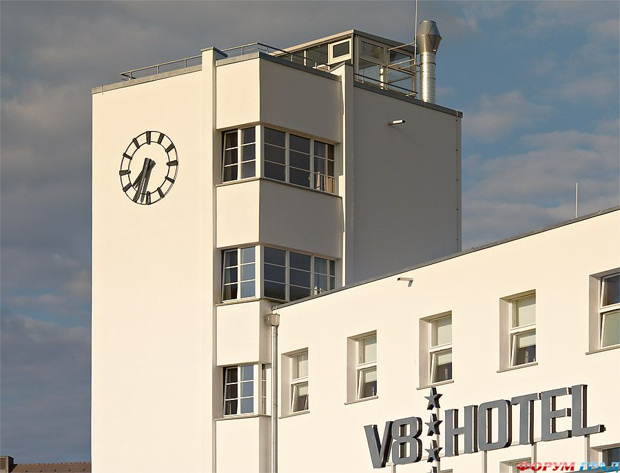 Отель V8