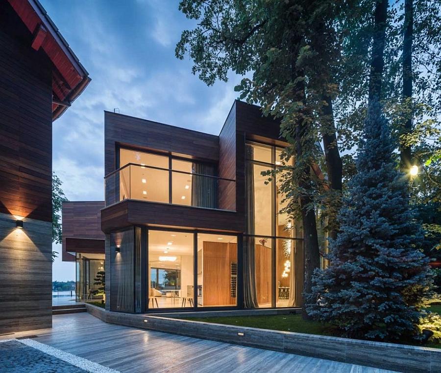 Великолепный проект современного загородного дома в лесу