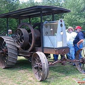 Древний трактор