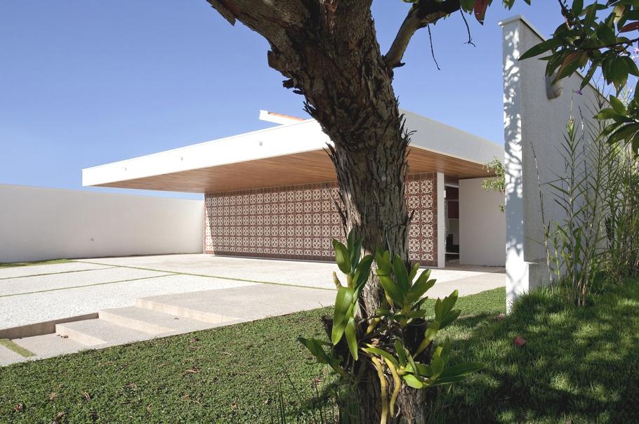 Интерьер дома в современном стиле с восточными нотками