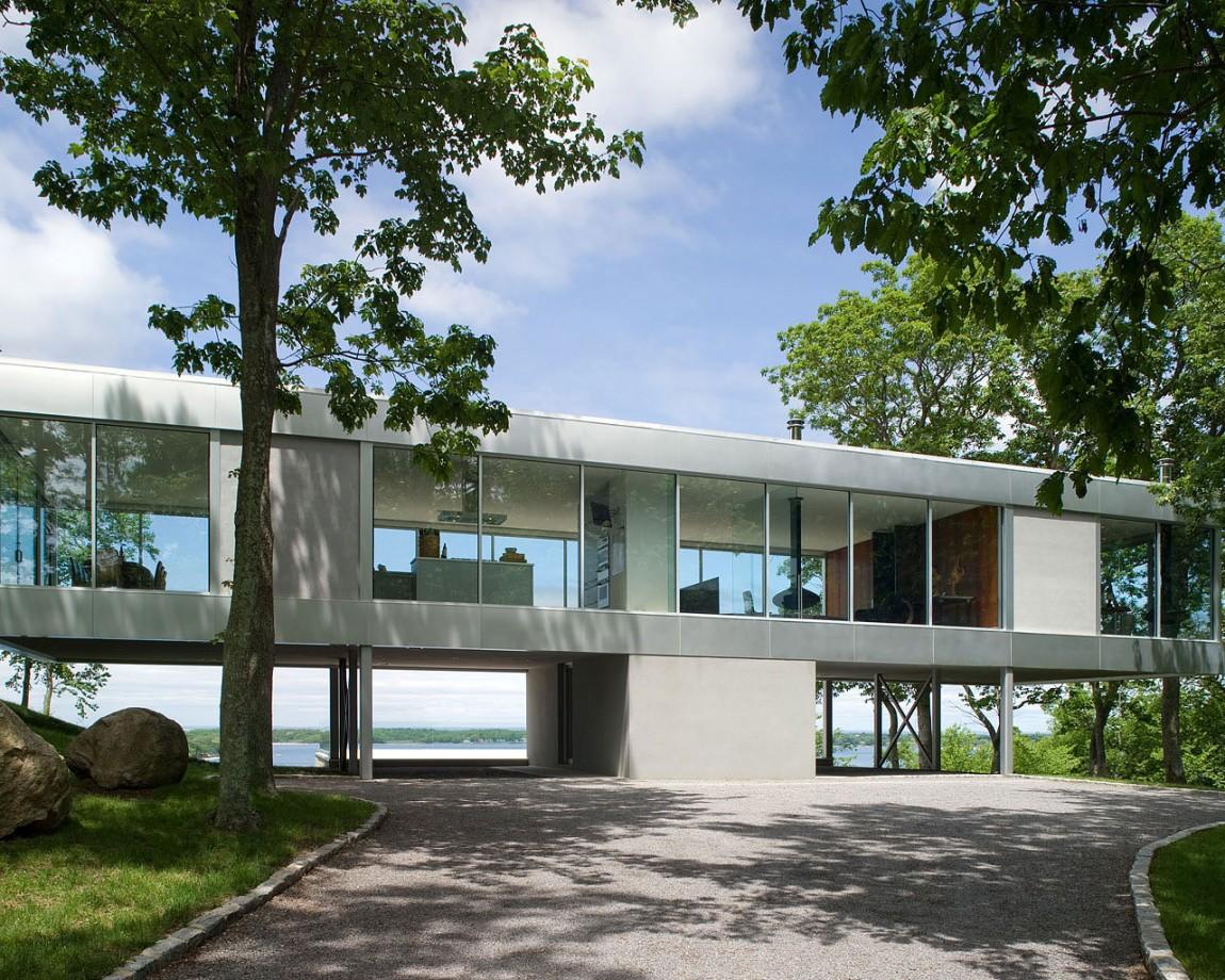 Великолепный проект консольного дома на сваях