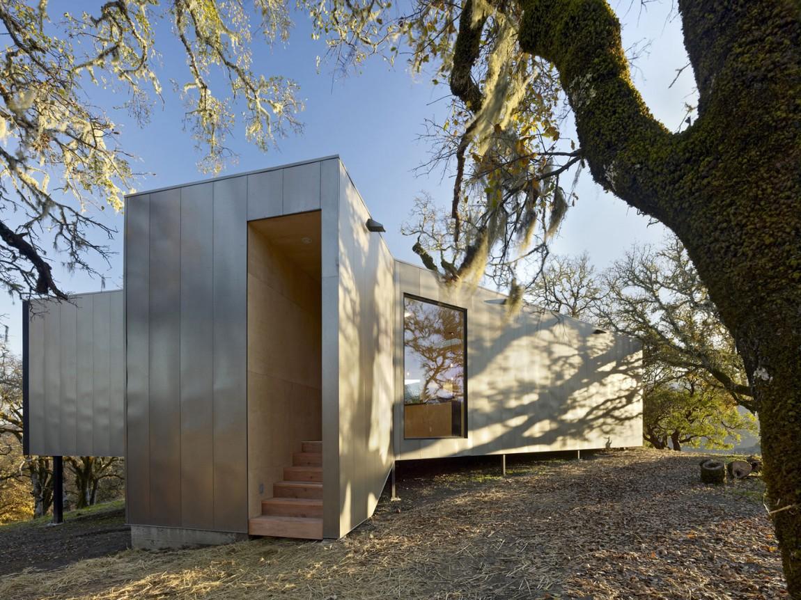 Небольшой красивый эко дом с необычной планировкой
