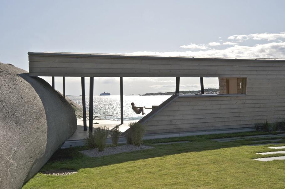Оригинальный проект летнего дома с бассейном