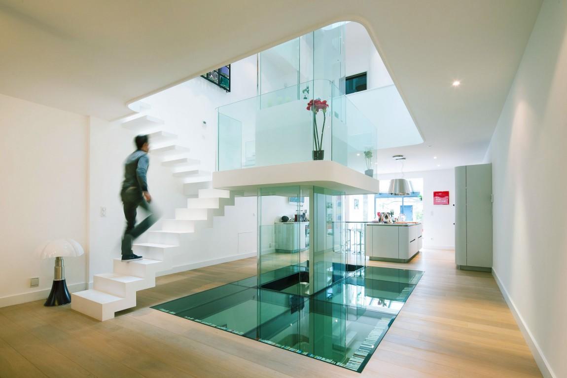 Необычный дом в четыре этажа с атриумом и винтовой лестницей