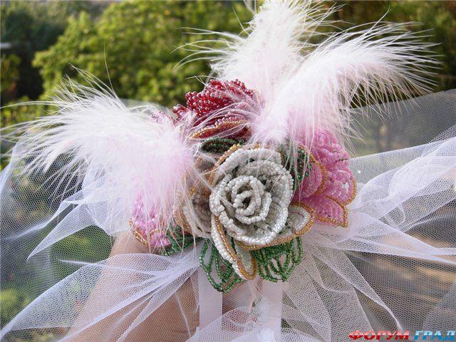 Букет невесты из бисера - это настоящий шедевр, который очень богато выглядит, не боится ни морозов, ни дождя...